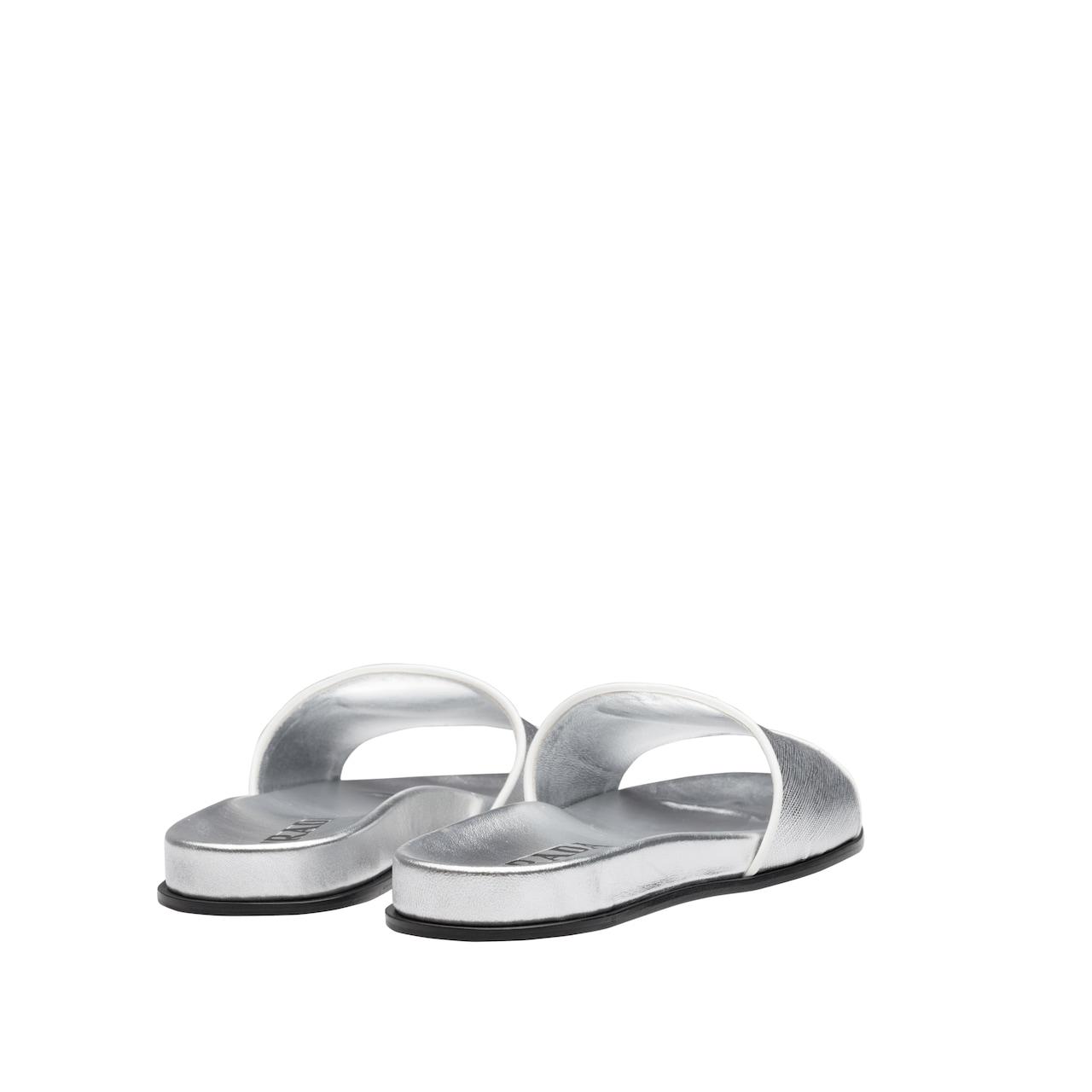 Sandales en cuir verni imprimé Saffiano
