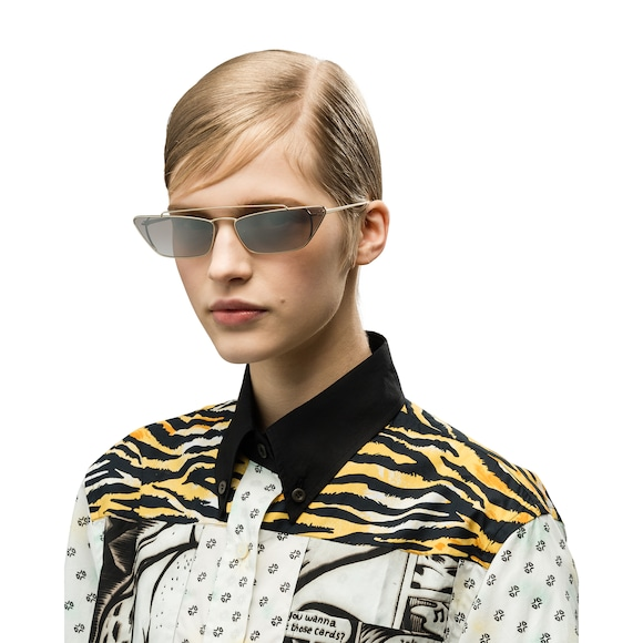 4d8b34d59b4 Contemporary design with a nineties vibe. Rectangular frame front with  slender metal profiles and distinctive double bridge. Prada lettering logo.