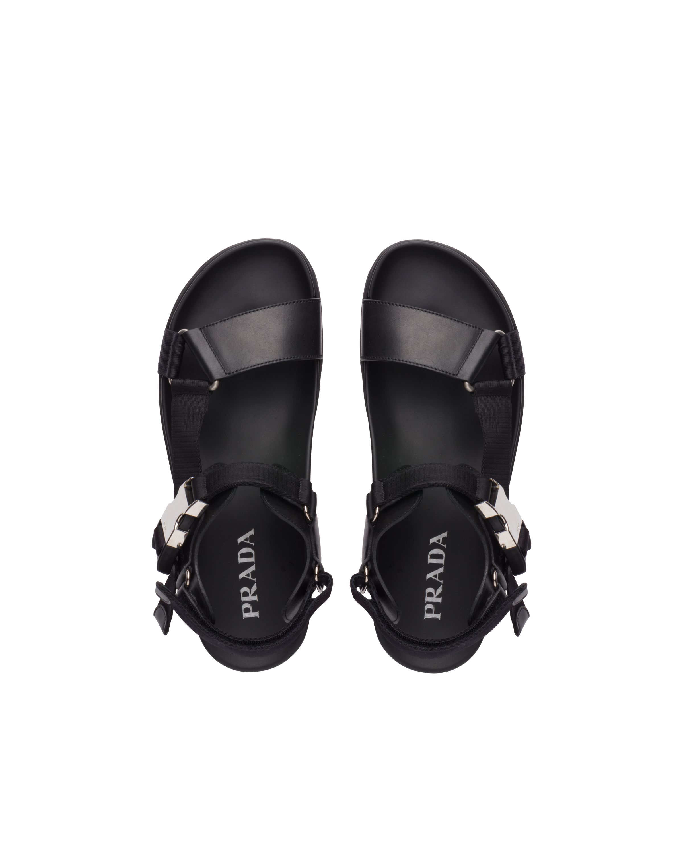 Sandalen aus Leder und gewebtem Band